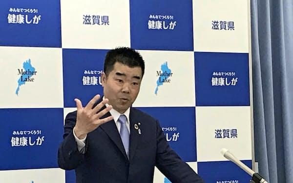 ダム建設の容認を表明した滋賀県の三日月大造知事(16日、大津市)