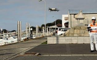 MASCは手紙の搬送など離島物流へのドローン活用へ実証実験を進めている(1月、岡山県倉敷市)