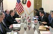 交渉に臨む茂木経済再生相(右手前から2人目)とライトハイザー米通商代表(左手前から3人目)ら=15日、ワシントン(日本政府提供・共同)