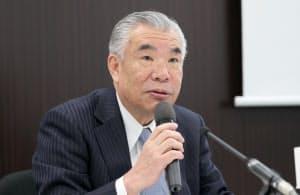 買収について記者会見する日本ペイントホールディングスの田堂社長(17日、大阪市中央区)