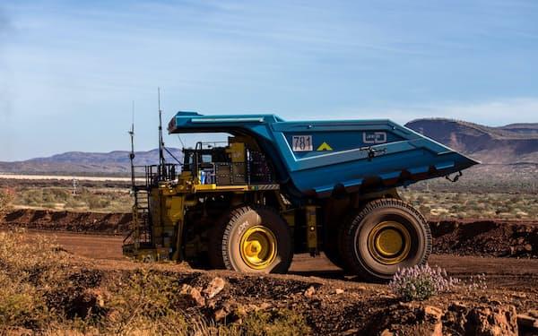 リオ・ティントは鉄鉱石を運搬するトラックの自動化を進める(同社提供)