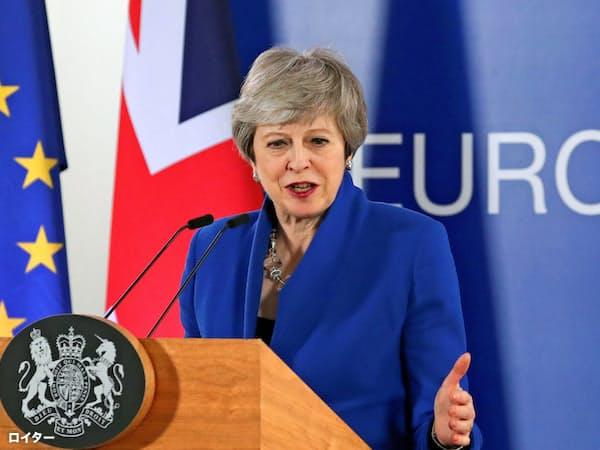EU特別首脳会議後に記者会見するメイ英首相(11日、ブリュッセル)=ロイター