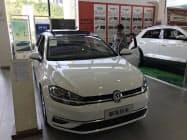 中国の新車販売動向などに先物市場参加者の関心が集まる(広東省広州市の販売店)