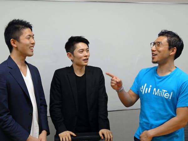 起業当初の思い出などを語る三菱商事出身のスタートアップ経営者。(左から)オフィシスの田野宏一社長、アットハースの紀野知成社長とRevComm(レブコム)の会田武史社長