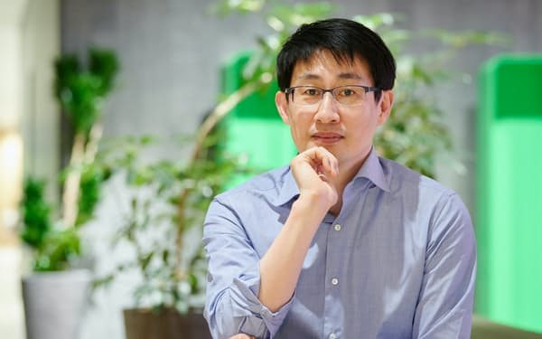 シン・ジュンホ 05年(平17年)、1noon(現韓国・ネイバー)に入社。12年NHNジャパン(現LINE)取締役。14年CGO(最高グローバル責任者)、18年CSO(最高サービス責任者)、19年CWO(最高WOW責任者)、代表取締役。