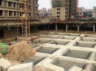 1~3月の成長率を押し上げたのはセメントや鉄鋼の生産(山東省のマンション建設現場)