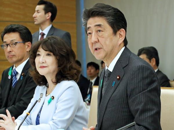 国家戦略特区諮問会議であいさつする安倍首相(17日、首相官邸)