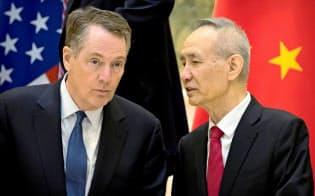 米中の貿易を巡るあつれきは日本企業の投資判断にも影響を与える=ロイター