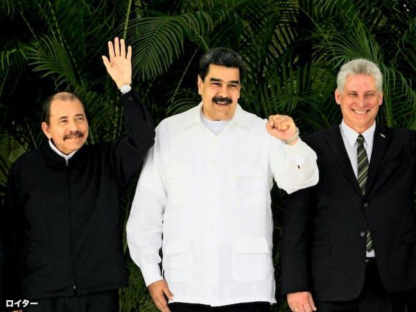ニカラグアのオルテガ大統領(左)とベネズエラのマドゥロ大統領(中)、キューバのディアスカネル国家評議会議長(18年12月、ハバナ)=ロイター