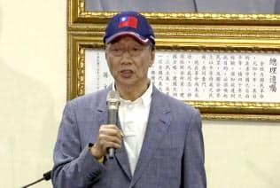 台湾総統選への出馬を表明した鴻海(ホンハイ)精密工業の郭台銘董事長=AP