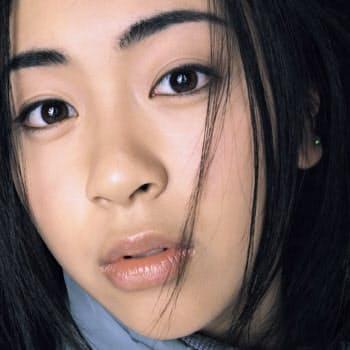 宇多田ヒカルの第一作「First Love」(1999年)は、歴代1位の767万枚を売り上げた