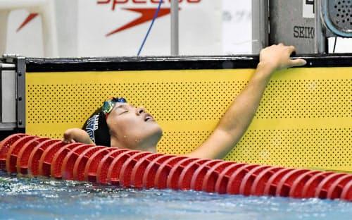 世界選手権代表入りを逃し、ゴール後に天を仰ぐ一ノ瀬メイ(3月、静岡県富士水泳場)=共同