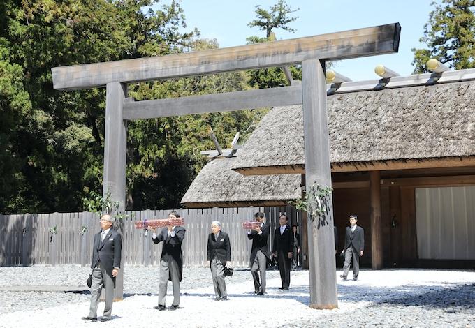 両陛下、伊勢神宮で退位報告 最後の地方訪問終了へ: 日本経済新聞