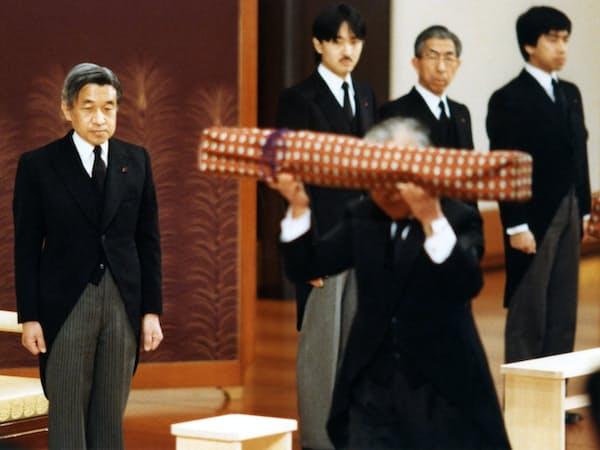 剣璽等承継の儀(1989年1月7日、宮殿・松の間)