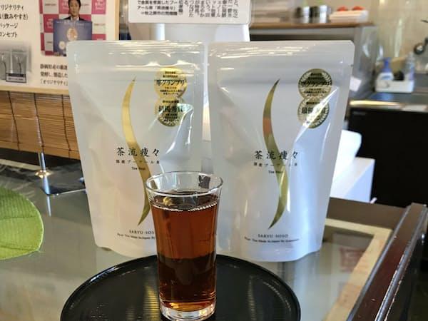 発売から10年を迎えたプーアール茶(静岡県牧之原市の荒畑園店舗)