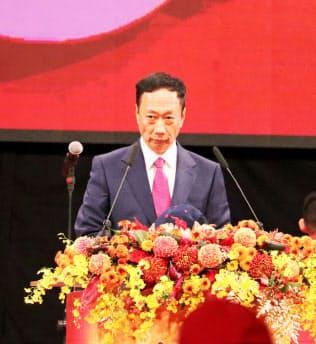 鴻海の郭台銘董事長(2月、台北市内での全社イベント)