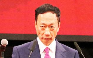 総統選に出馬する鴻海の郭台銘董事長(2月、台北市内での会社イベント)