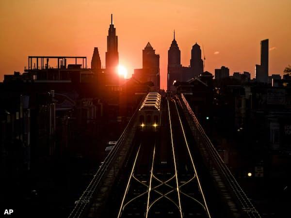 米フィラデルフィア連銀地区の製造業景況感は4月やや低下した=AP
