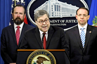 18日、バー米司法長官はトランプ大統領による捜査妨害疑惑は「証拠不十分だ」と結論づけた(ワシントン)=AP