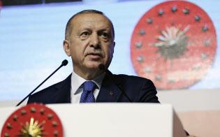 自国通貨リラの防衛に苦慮するエルドアン・トルコ大統領=AP