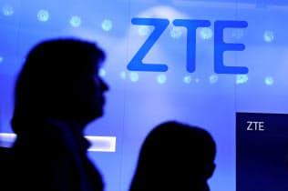 2018年8月に成立した米国防権限法では中興通訊(ZTE)など中国5社から政府機関が製品を調達するのを禁じた=ロイター