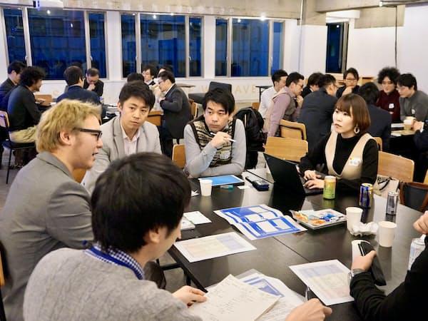 現役官僚も参画するパブリックミーツイノベーションでは月1~2回、30人程度が集まり議論を重ねる