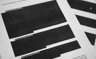ロシア疑惑の捜査報告書は、その1割が黒塗り状態で公開された=AP