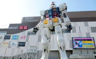「ダイバーシティ東京」南側広場に設置された巨大ガンダム立像。(C)創通・サンライズ