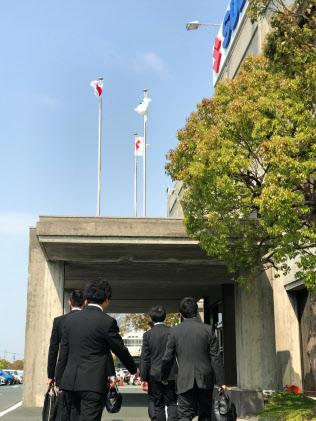 国土交通省の係官がスズキの本社に立ち入り検査に入った(19日、浜松市)