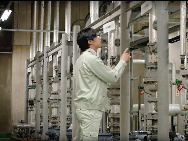眼鏡型のウエアラブル端末で現場作業員の点検作業を遠隔支援できる。