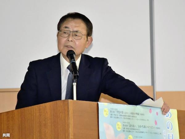 「組織罰を実現する会」の講演会で訴える尼崎JR脱線事故遺族の大森重美さん(20日午後、兵庫県川西市)=共同
