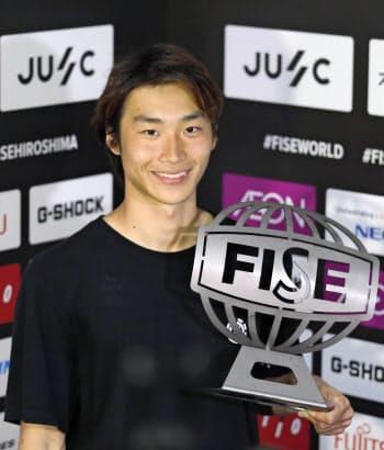 「FISE」のスケートボード・ストリート男子で優勝した佐川涼(20日、広島市)=共同