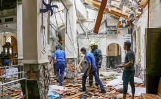 21日、スリランカの最大都市コロンボで爆発が起きた教会の内部=ゲッティ共同