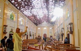 スリランカのネゴンボで爆発が起きた教会(21日)=ロイター