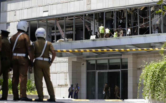 スリランカの最大都市コロンボで、爆発があったシャングリラホテル(21日)=AP