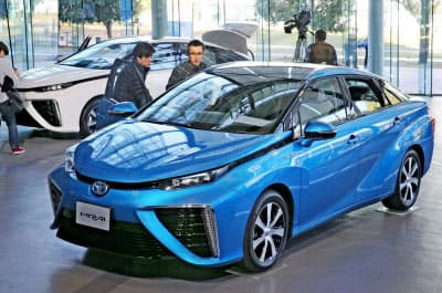 トヨタ自動車の燃料電池車(FCV)技術をトラックなど商用車に転用する(水素を燃料に走るトヨタのFCV「ミライ」)