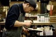 靴修理などの依頼と職人をつなぐ