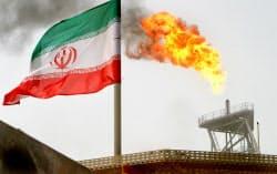 イラン産原油の調達は極めて困難になる(イランの油田)=ロイター
