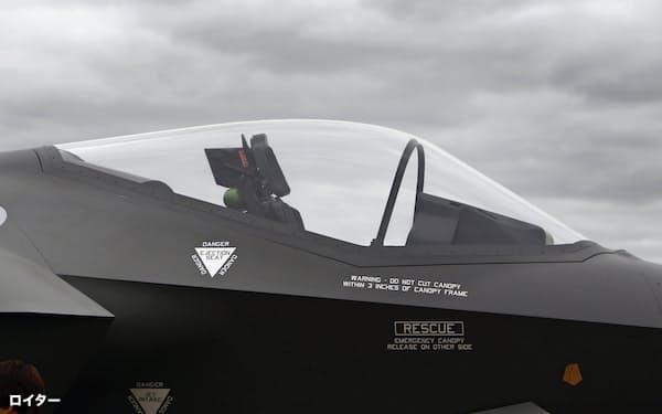 F35の操縦席。OBOGSは座席の下にある=ロイター