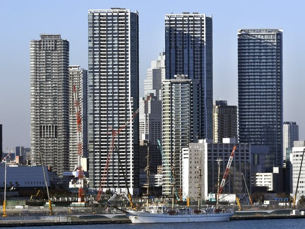 臨海部を中心にタワーマンションが林立する(東京都中央区)