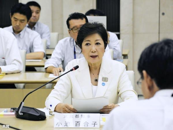 豊洲市場の安全宣言をする小池百合子知事(2018年7月、東京都庁)=共同