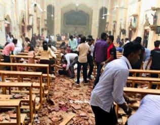21日、爆発が起きたスリランカの聖セバスチャン教会の内部(同教会のフェイスブックより・共同)