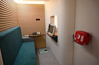 医療機器大手フィリップス・ジャパン(東京・港)が開発する簡易医療施設として使える車両。AEDや遠隔診断できるモニターなどを備える