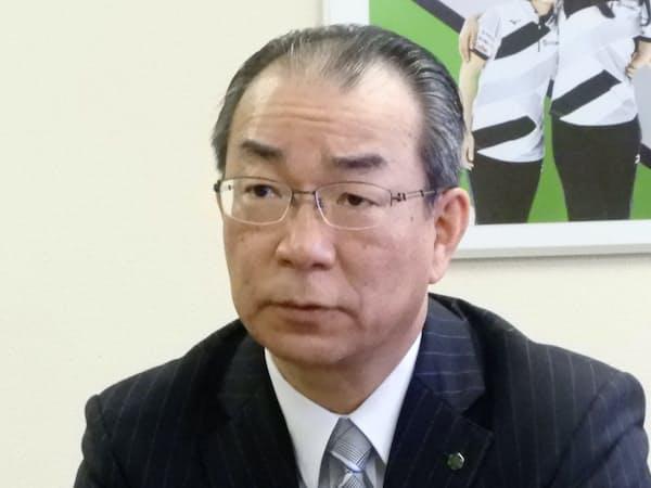 インタビューに応じる道銀の笹原頭取(22日、札幌市)