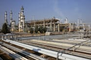 米国はイラン産原油の禁輸から日本などを除外した猶予措置を撤廃すると発表した(イランの製油所)=AP