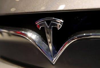 テスラは完全自動運転技術でライドシェア市場に参入する構想を発表した=AP
