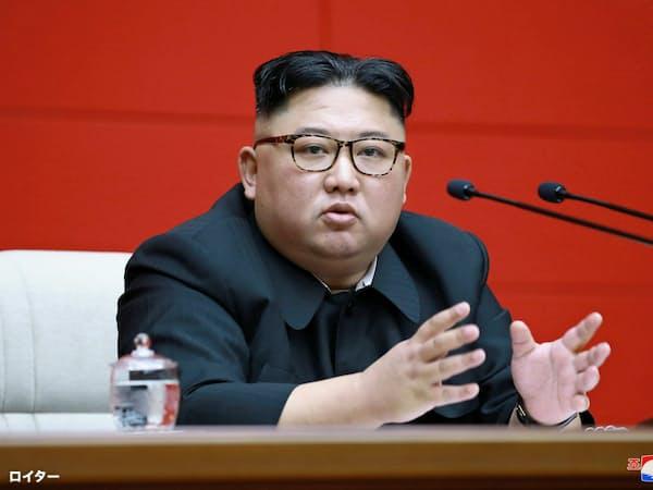 朝鮮労働党の中央委員会総会で話す金正恩委員長(10日、平壌)=ロイター