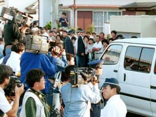 毒物カレー事件で取材にあたる報道陣(1998年10月4日、和歌山市園部)