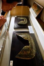 誉田八幡宮に伝わる国宝の金銅透彫鞍金具(大阪府羽曳野市)
