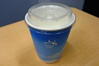 ローソンはコーヒーマシンを使って提供するアイスコーヒーの容器をプラスチック製から紙製にする